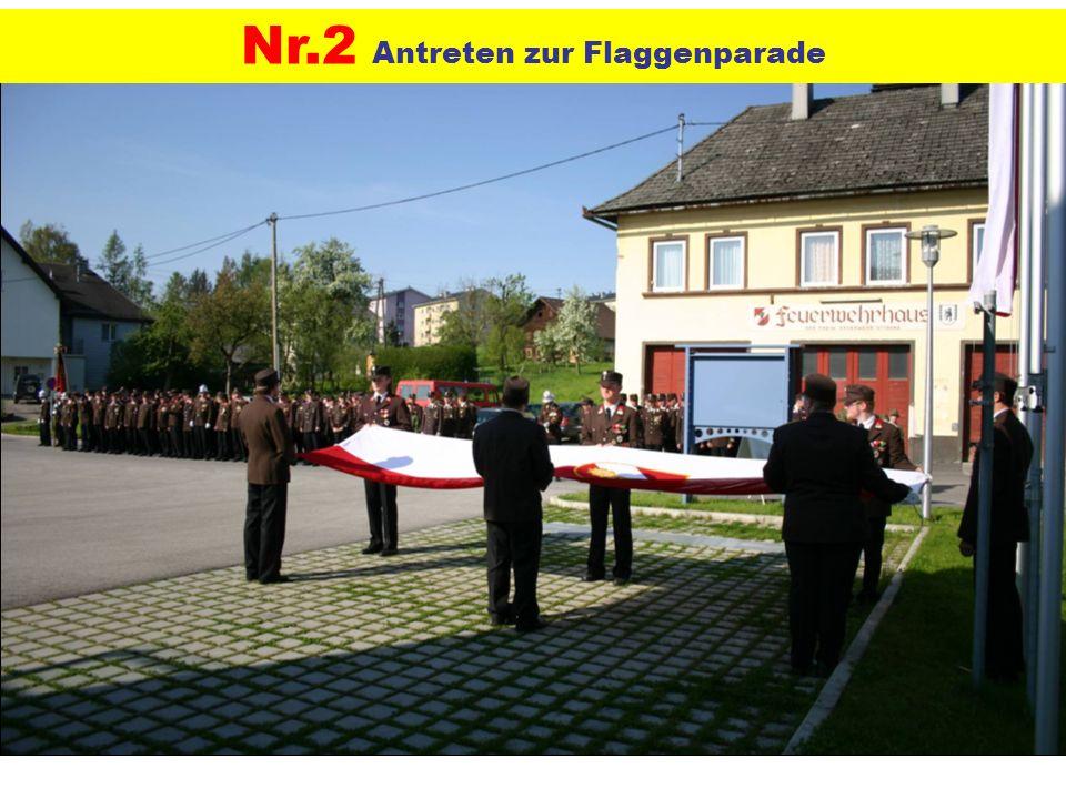 Nr.2 Antreten zur Flaggenparade