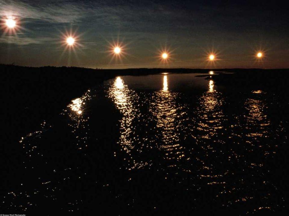 POLNO Č NO SONCE Die Mitternachtsonne ist ein Natur- Phänomen.Es ist in der genannten Zeit zu sehen 24 Stunden.