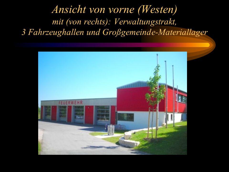 Ansicht von vorne (Westen) mit (von rechts): Verwaltungstrakt, 3 Fahrzeughallen und Großgemeinde-Materiallager