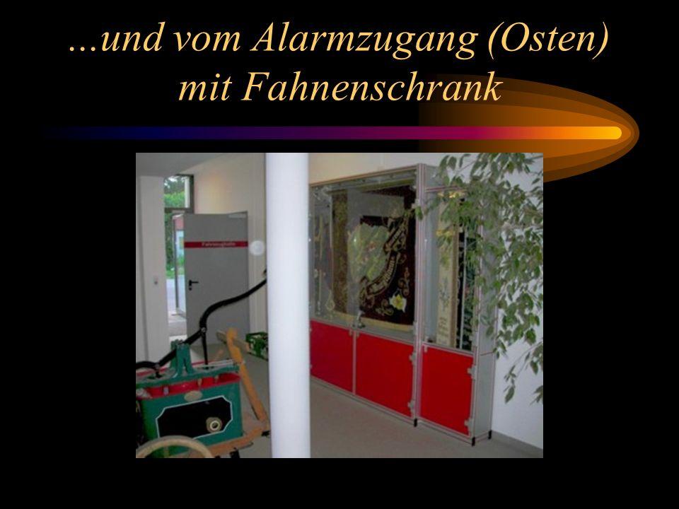 Fahrzeughalle vom Eingangsflur her gesehen... BURGTHANN0174 3109387