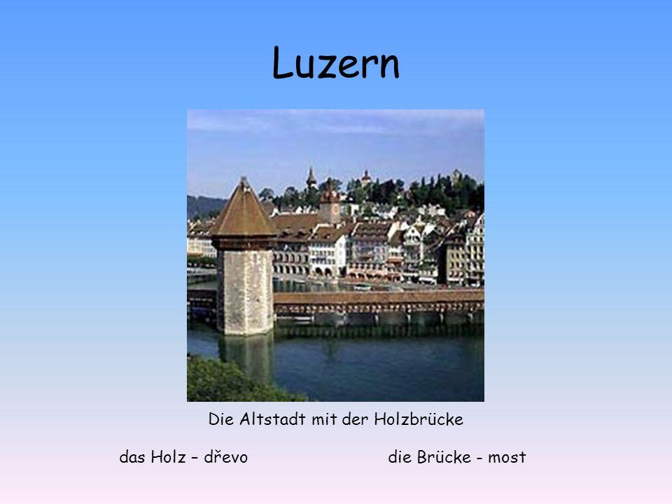 Luzern Die Altstadt mit der Holzbrücke das Holz – dřevodie Brücke - most
