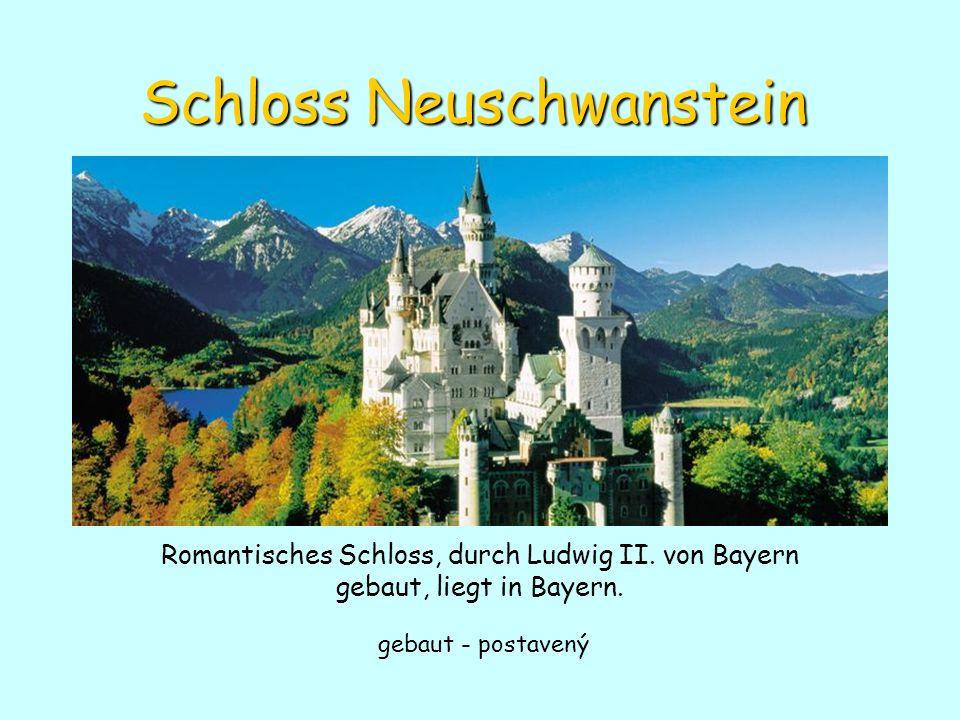 Schloss Neuschwanstein Romantisches Schloss, durch Ludwig II. von Bayern gebaut, liegt in Bayern. gebaut - postavený