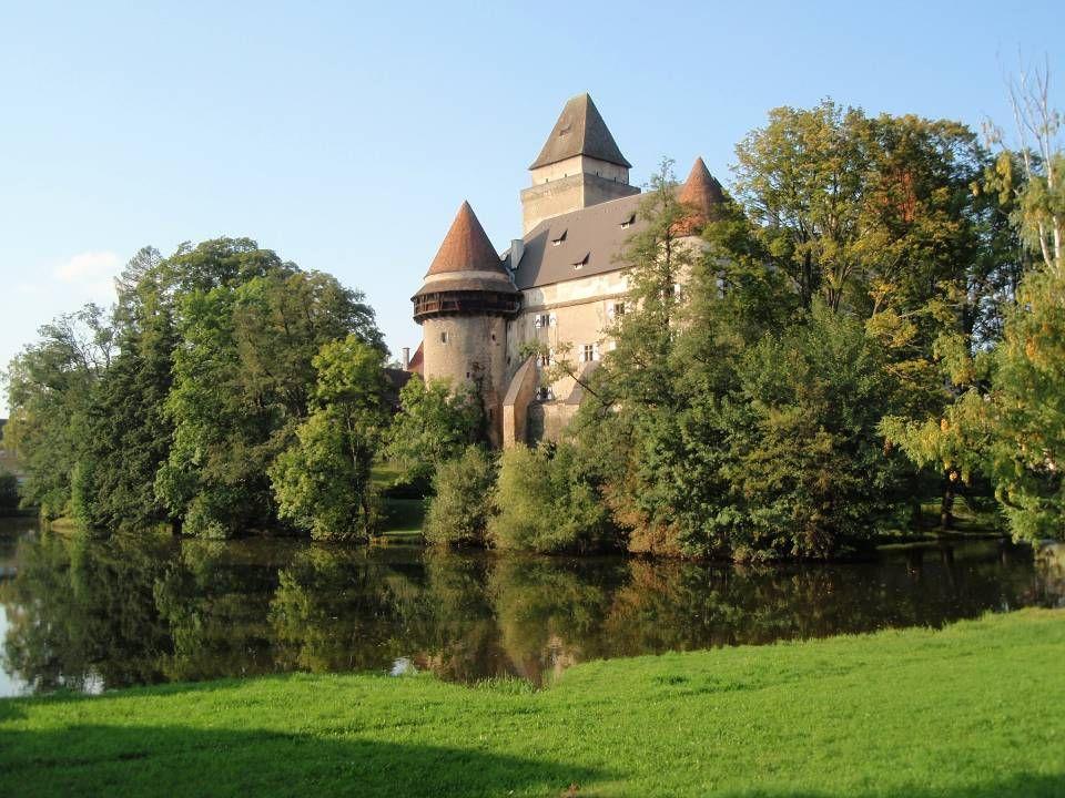 D ie B urg H eidenreichstein ist die größte erhaltene mittelalterliche Wasserburg Niederösterreichs und wurde seit seiner Erbauung nie von Feinden ers