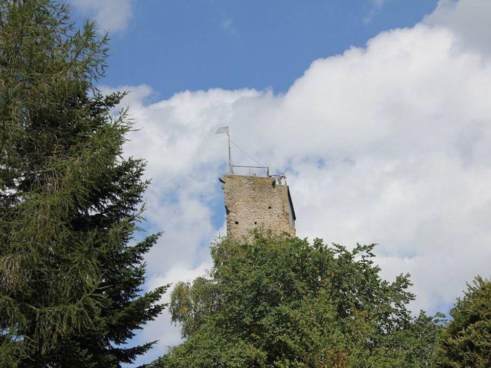 D ie B urgruine A rbesbach wird als Stockzahn des Waldviertels bezeichnet. Der zur Aussichtswarte umfunktionierte Turmrest einer einstigen Kuenringerb