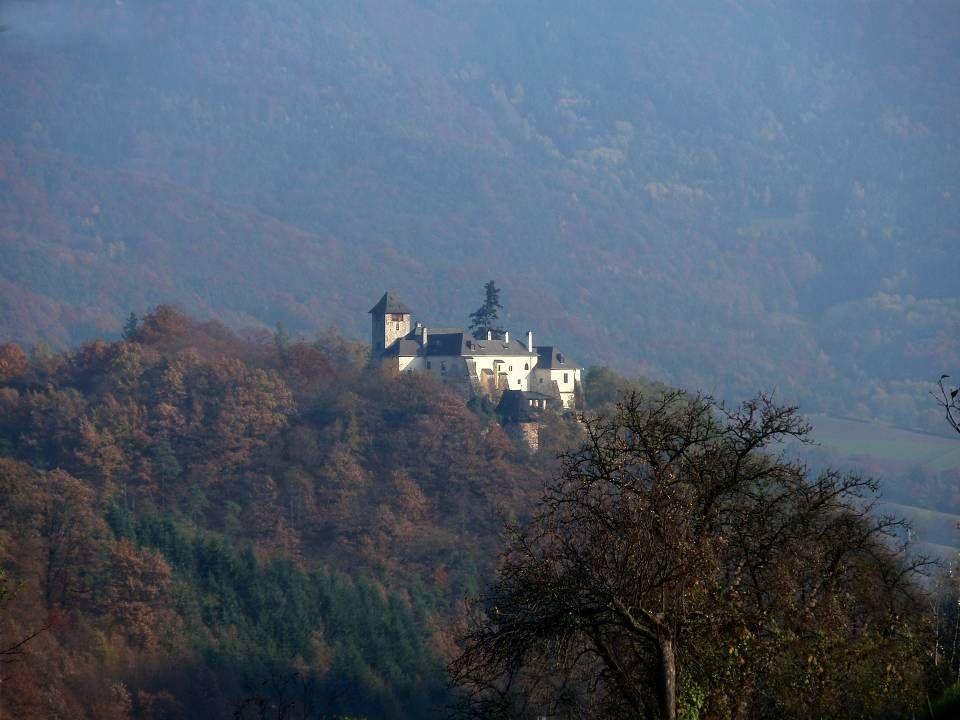 D ie B urg O berranna ( auch Burg Ranna genannt), liegt an der Grenze der Wachau und des Waldviertels. Durch Erweiterung der Befestigungsanlagen in un