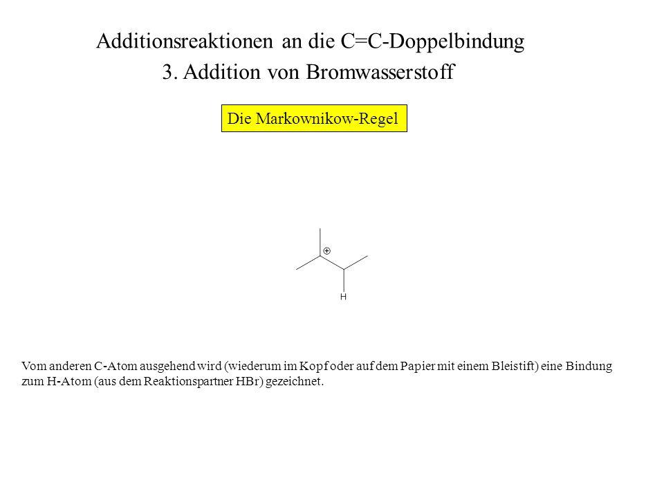 An dem C-Atom, welches die positive Ladung trägt, greift das Bromid-Ion an.