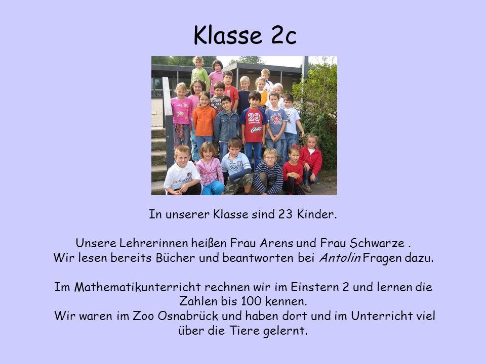 In unserer Klasse sind 23 Kinder. Unsere Lehrerinnen heißen Frau Arens und Frau Schwarze. Wir lesen bereits Bücher und beantworten bei Antolin Fragen