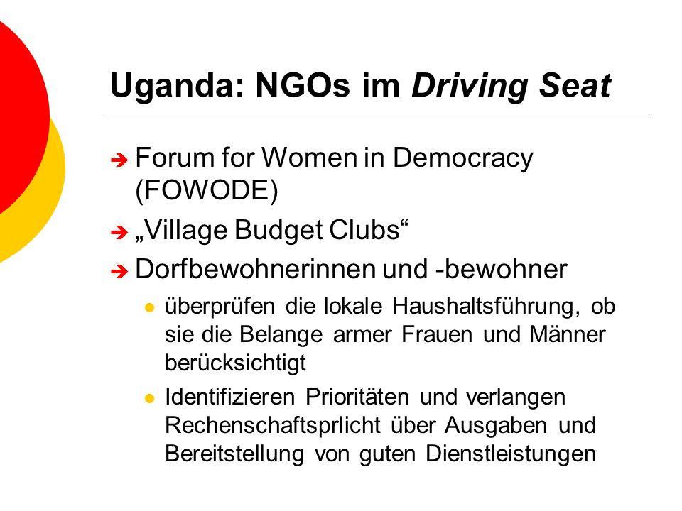 Uganda: NGOs im Driving Seat Forum for Women in Democracy (FOWODE) Village Budget Clubs Dorfbewohnerinnen und -bewohner überprüfen die lokale Haushalt