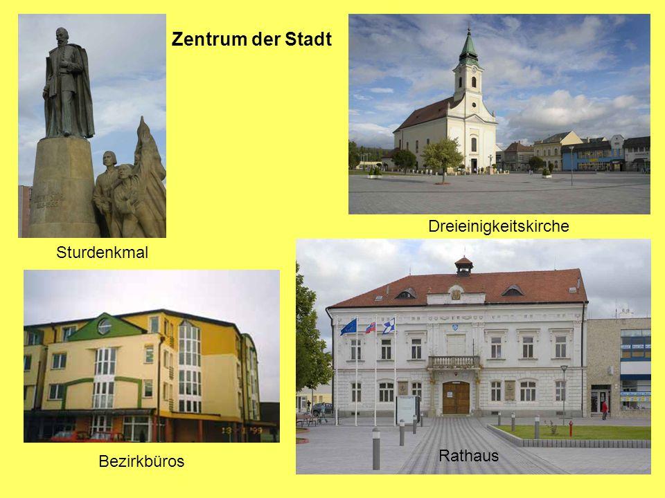 Zentrum der Stadt Rathaus Sturdenkmal Dreieinigkeitskirche Bezirkbüros