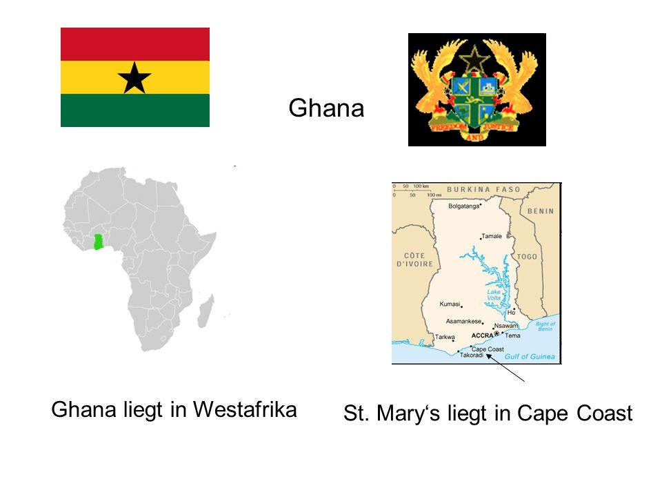 Informationen zu Ghana Name der Bevölkerung: Ghanaer Vielvölkerstaat: 79 Landessprachen (Mehrsprachigkeit) hohes Bevölkerungswachstum: 50 % sind jünger als 16 Jahre Alphabetisierungsrate : 66,4 % Männer, 49,8 % Frauen weiterführende Schule : 39 % Jungen, 35 % Mädchen Bildungsangebot wächst (7% des BNP) hohe Arbeitslosigkeit führt zu starker Migration Seit 1992 : Demokratie mit freien Wahlen, Meinungs- und Pressefreiheit Lokale Stammeshäuptlinge (Chiefs) haben starke Macht als Schlichter