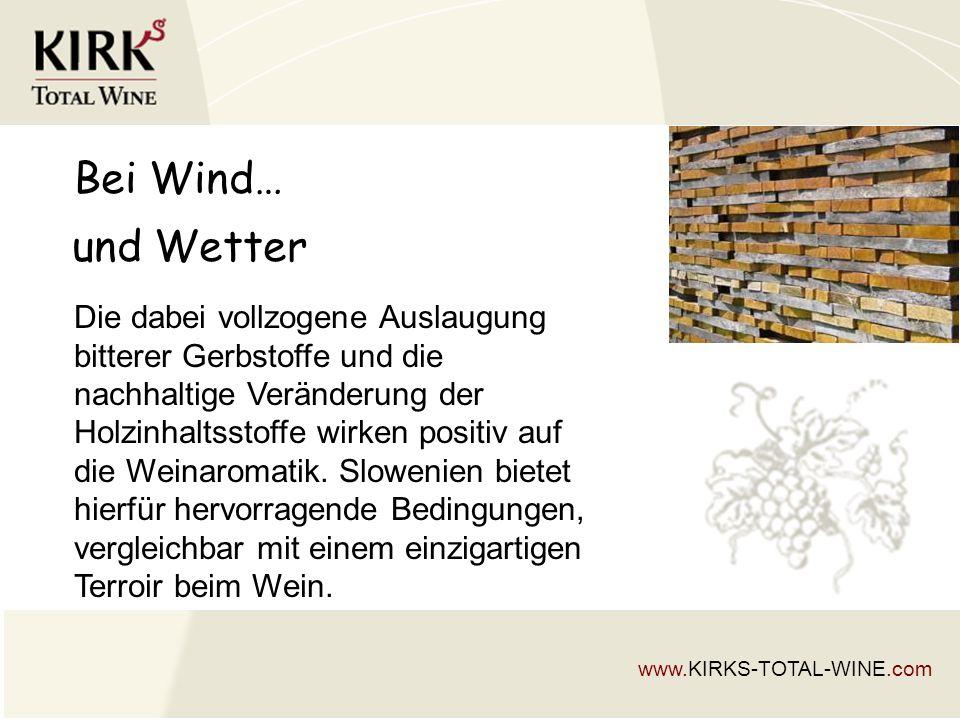 Bei Wind… Die dabei vollzogene Auslaugung bitterer Gerbstoffe und die nachhaltige Veränderung der Holzinhaltsstoffe wirken positiv auf die Weinaromatik.