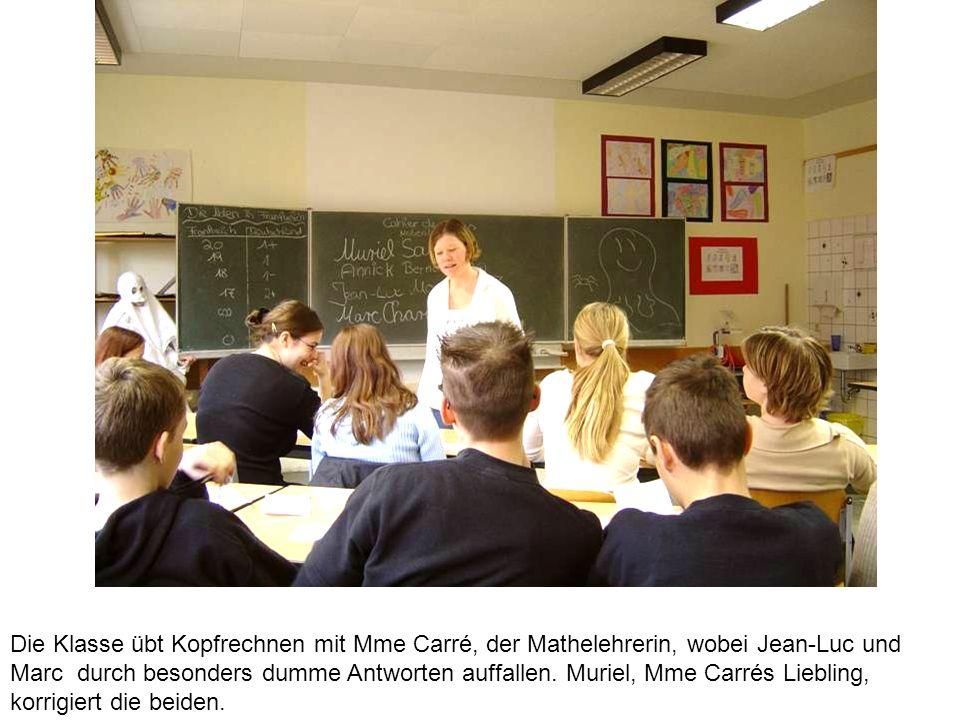 Die Klasse übt Kopfrechnen mit Mme Carré, der Mathelehrerin, wobei Jean-Luc und Marc durch besonders dumme Antworten auffallen.