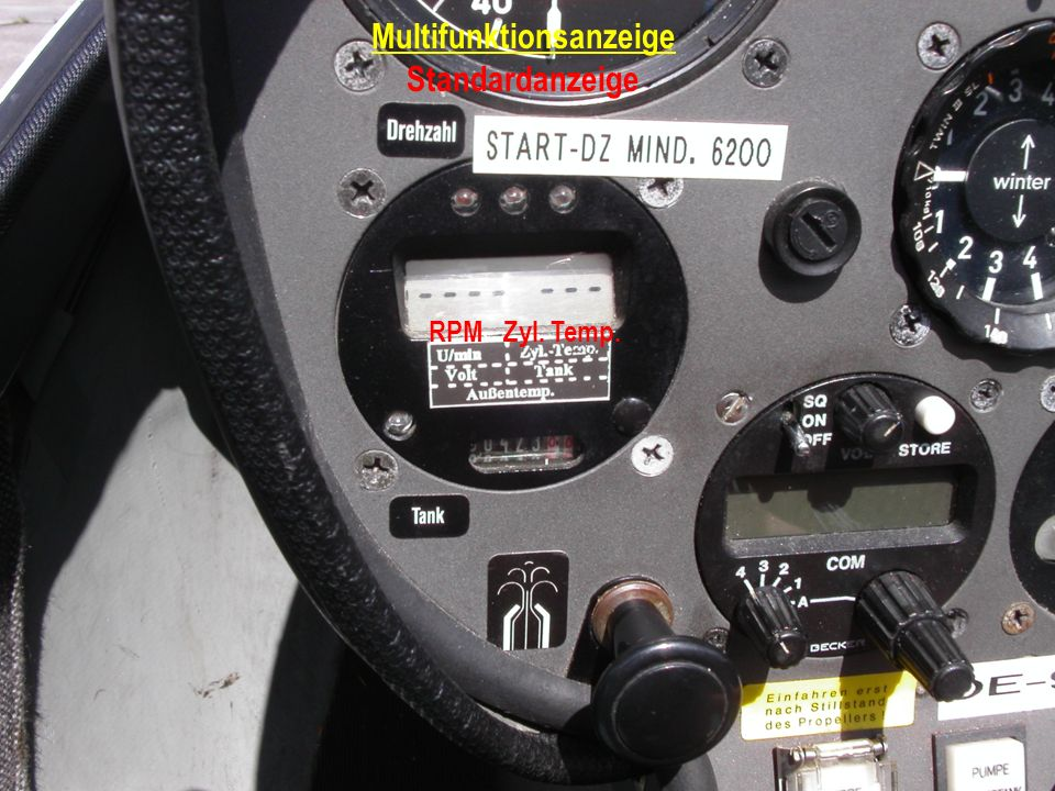 Multifunktionsanzeige Anzeige Umschalten 1 mal gedrückt Volt (Batteriestand) Tankinhalt (Rumpftank) Achtung: Anzeige springt nach einigen Sekunden wieder zur Standardanzeige um