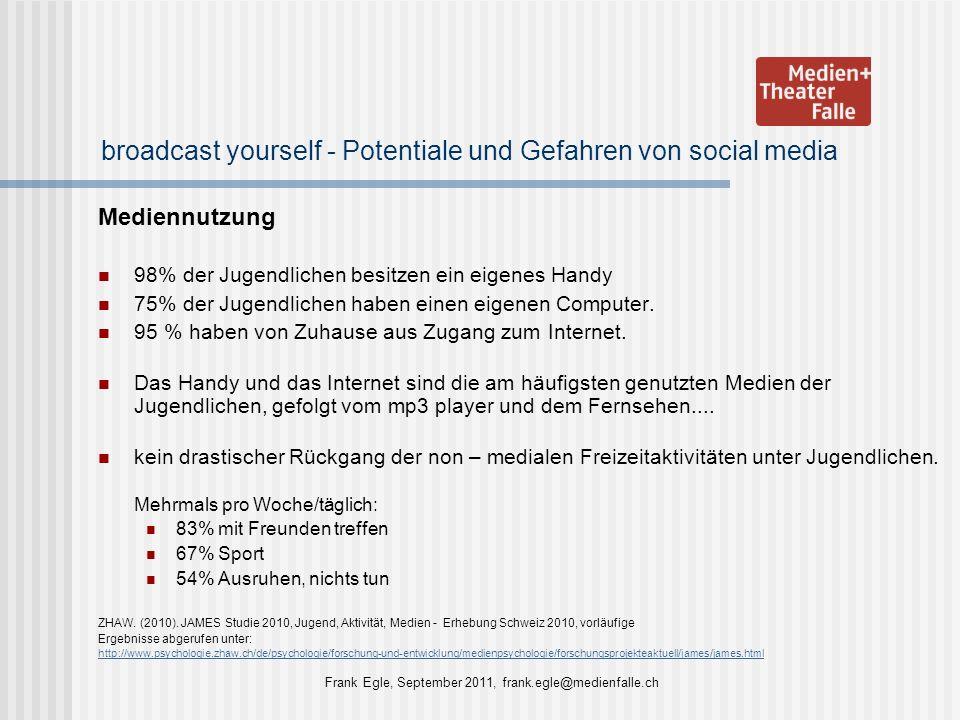 broadcast yourself - Potentiale und Gefahren von social media Mediennutzung 98% der Jugendlichen besitzen ein eigenes Handy 75% der Jugendlichen haben