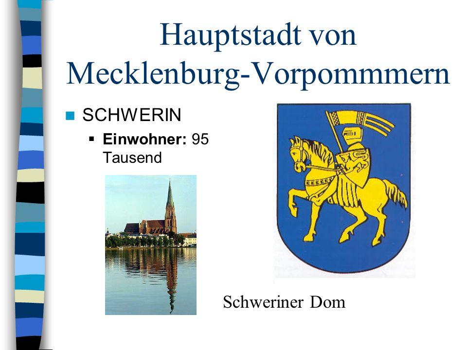 Hauptstadt von Mecklenburg-Vorpommmern SCHWERIN Einwohner: 95 Tausend Schweriner Dom