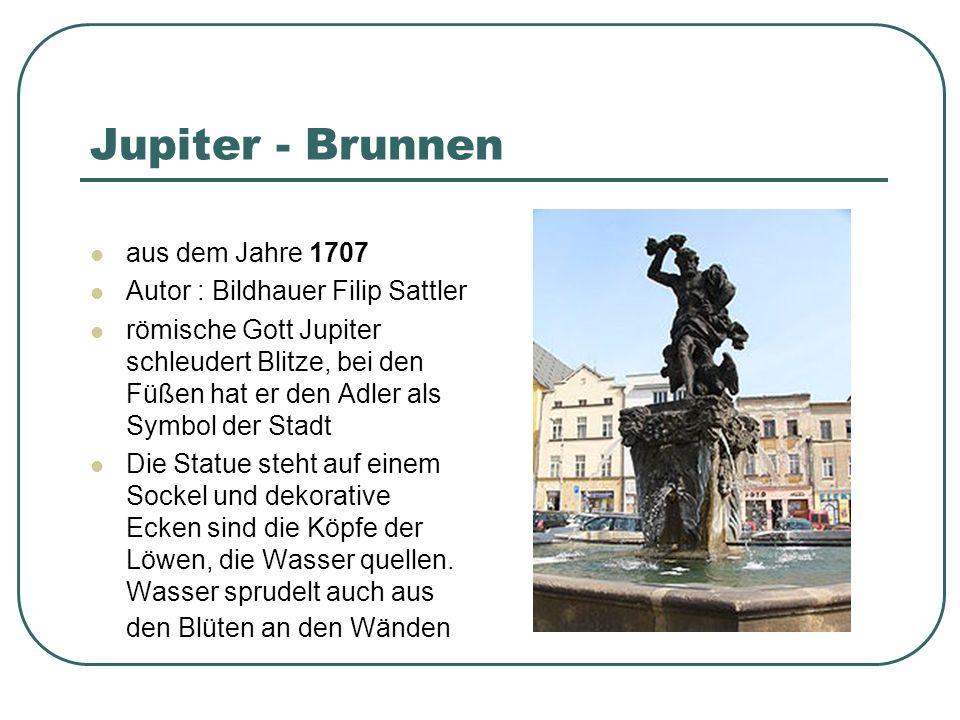Jupiter - Brunnen aus dem Jahre 1707 Autor : Bildhauer Filip Sattler römische Gott Jupiter schleudert Blitze, bei den Füßen hat er den Adler als Symbol der Stadt Die Statue steht auf einem Sockel und dekorative Ecken sind die Köpfe der Löwen, die Wasser quellen.