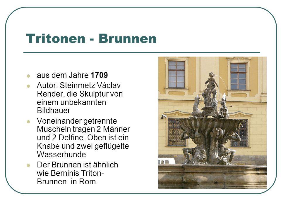 Caesar - Brunnen aus dem Jahre 1725 Autoren : Brunnen - Václav Render, Statue Jan Jiří Schauberger Die Reiterstatue des römischen Kaisers Gaius Julius Caesar, zwei Männer mit Schilden und Hund.