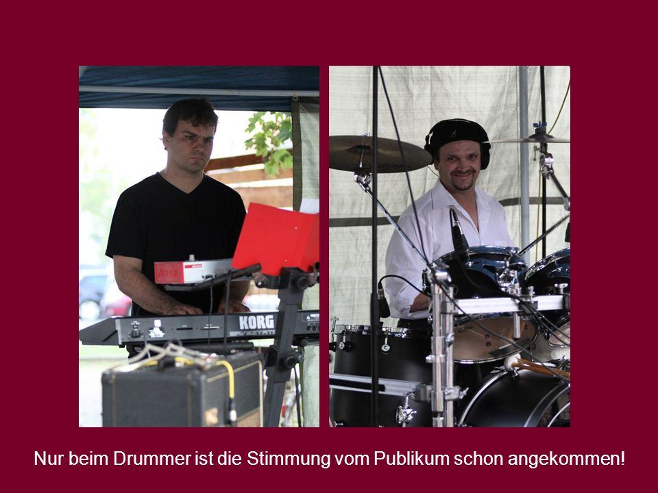Nur beim Drummer ist die Stimmung vom Publikum schon angekommen!