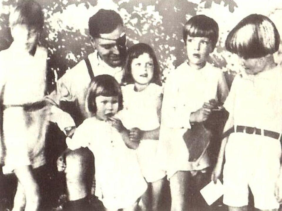 Operation Walküre Eigentlich Plan zum Einsatz des Ersatzheeres zur Niederwerfung innerer Unruhen Wurde von den Verschwörern für das Attentat derartig umgewandelt, dass sich die Gegner des Putsches selbst bekämpfen Göbbels, Himmler, Göring und Großteile der SS, Gestapo und NSDAP sollen verhaftet werden Hitler sollte in seinem Bunker, der Wolfsschanze bei einer Lagebesprechung durch eine Bombe getötet werden Danach einsetzen einer provisorischen Regierung durch die Verschwörer