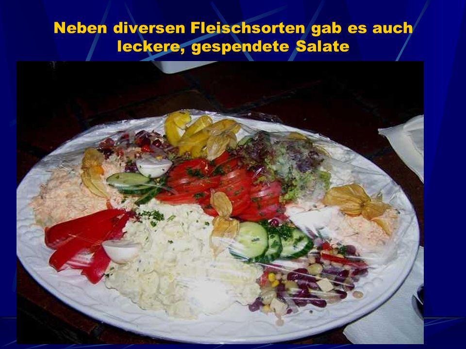 Neben diversen Fleischsorten gab es auch leckere, gespendete Salate