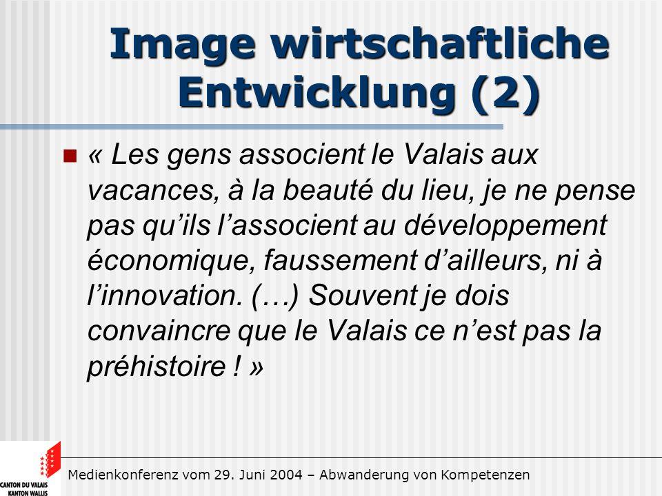 Medienkonferenz vom 29. Juni 2004 – Abwanderung von Kompetenzen Image wirtschaftliche Entwicklung (2) « Les gens associent le Valais aux vacances, à l