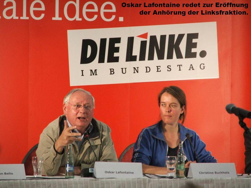 Oskar Lafontaine redet zur Eröffnung der Anhörung der Linksfraktion.