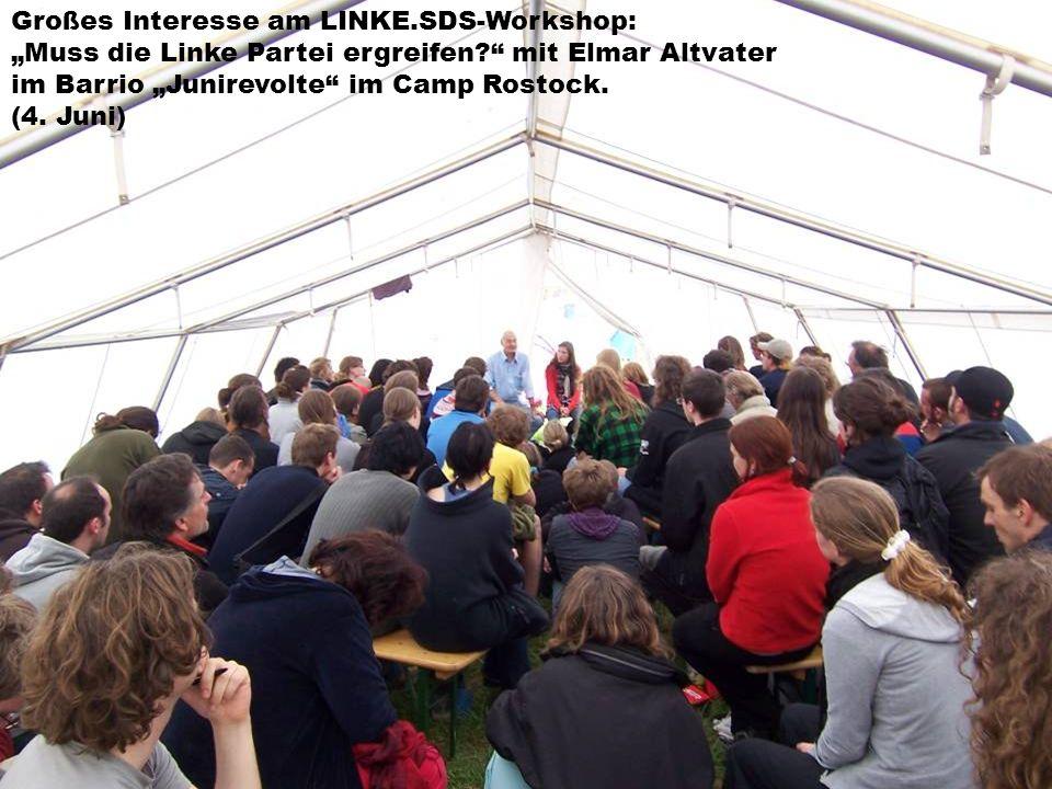 Großes Interesse am LINKE.SDS-Workshop: Muss die Linke Partei ergreifen? mit Elmar Altvater im Barrio Junirevolte im Camp Rostock. (4. Juni)