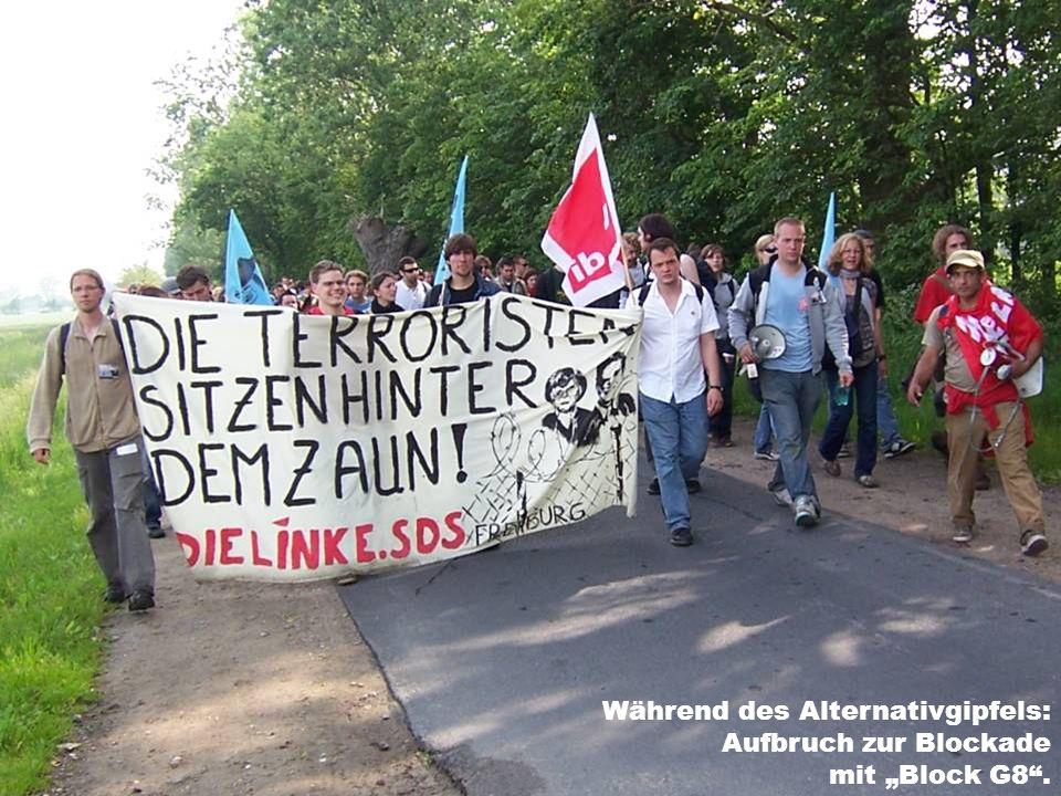 Während des Alternativgipfels: Aufbruch zur Blockade mit Block G8.