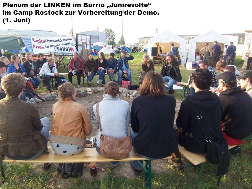 Plenum der LINKEN im Barrio Junirevolte im Camp Rostock zur Vorbereitung der Demo. (1. Juni)