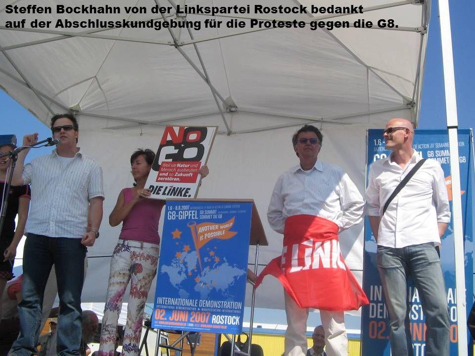 Steffen Bockhahn von der Linkspartei Rostock bedankt auf der Abschlusskundgebung für die Proteste gegen die G8.