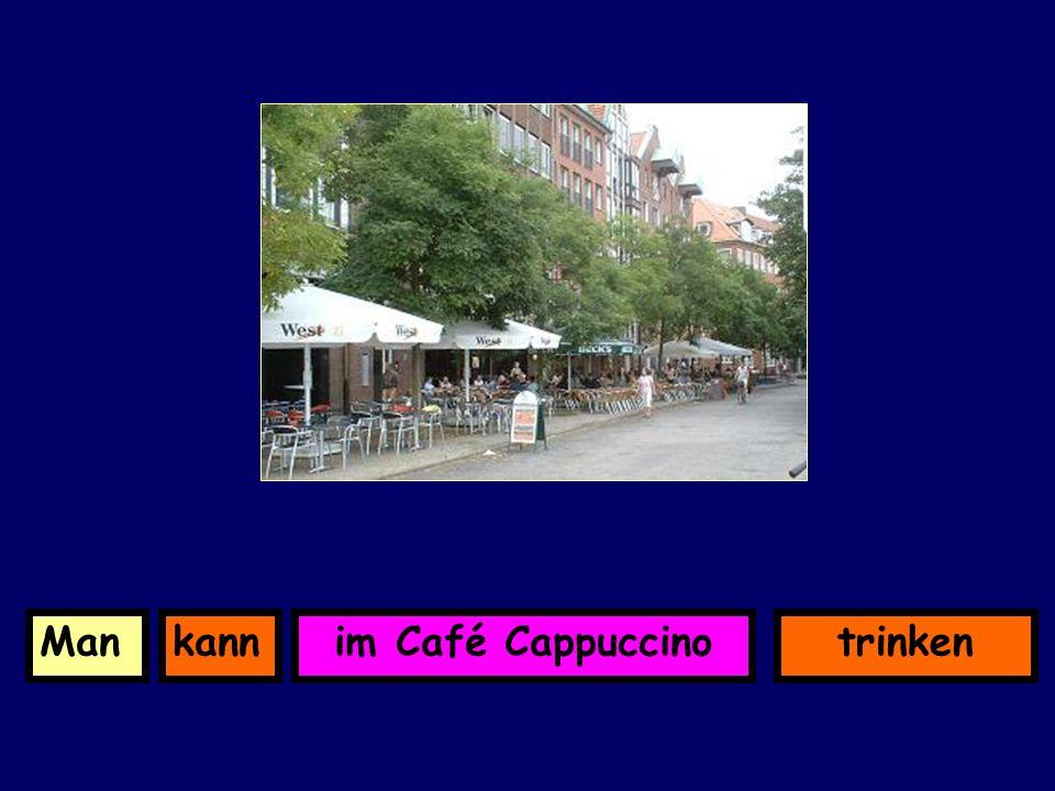im Café CappuccinokannMantrinken