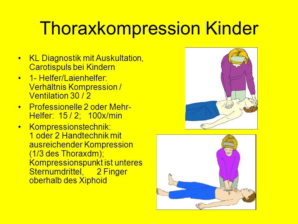 Thoraxkompression Kinder KL Diagnostik mit Auskultation, Carotispuls bei Kindern 1- Helfer/Laienhelfer: Verhältnis Kompression / Ventilation 30 / 2 Pr