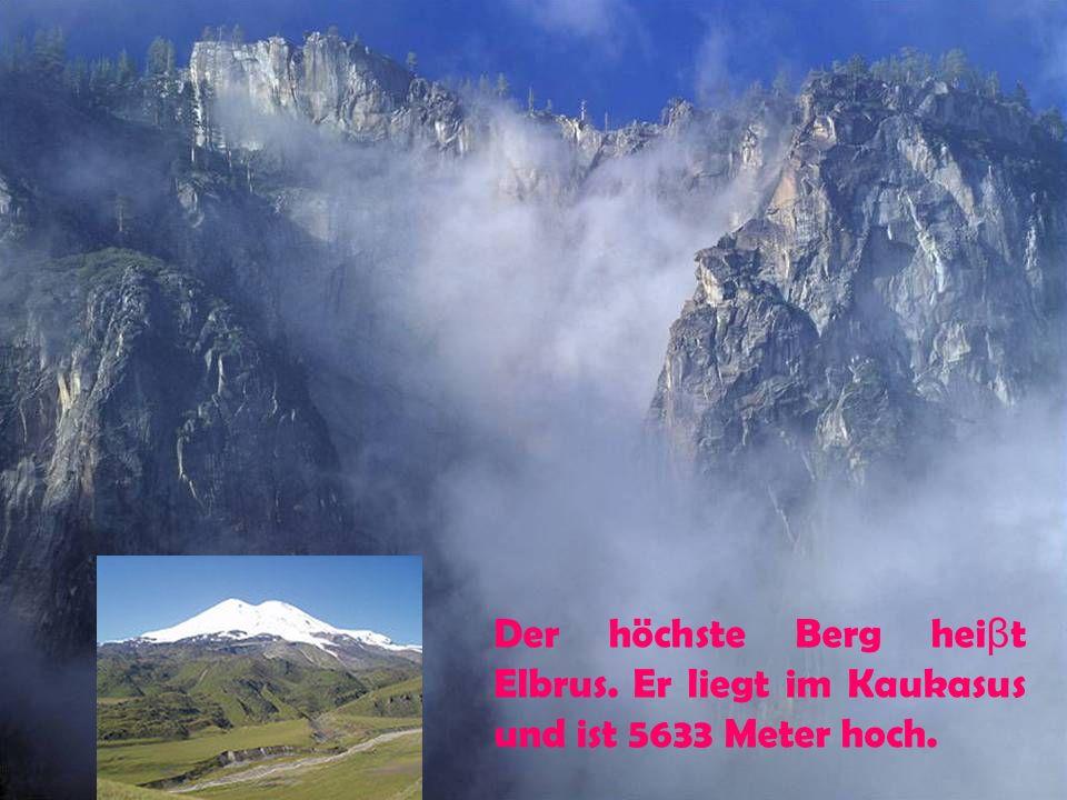 Der höchste Berg hei β t Elbrus. Er liegt im Kaukasus und ist 5633 Meter hoch.