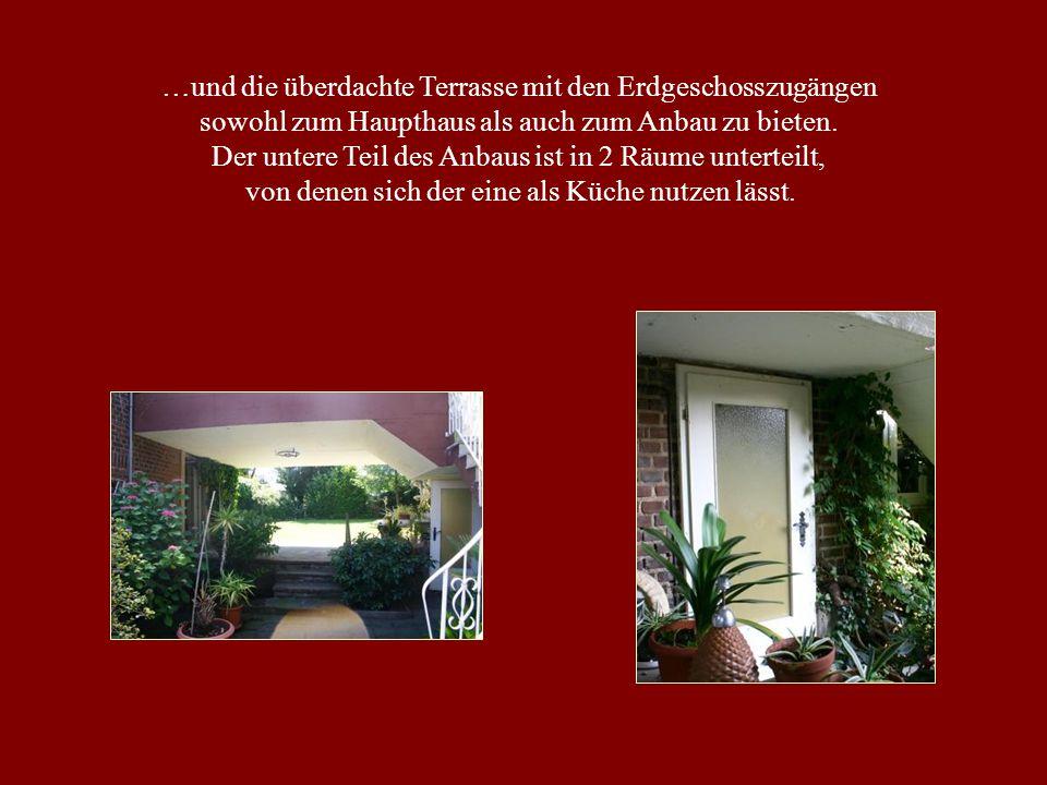 …und die überdachte Terrasse mit den Erdgeschosszugängen sowohl zum Haupthaus als auch zum Anbau zu bieten.