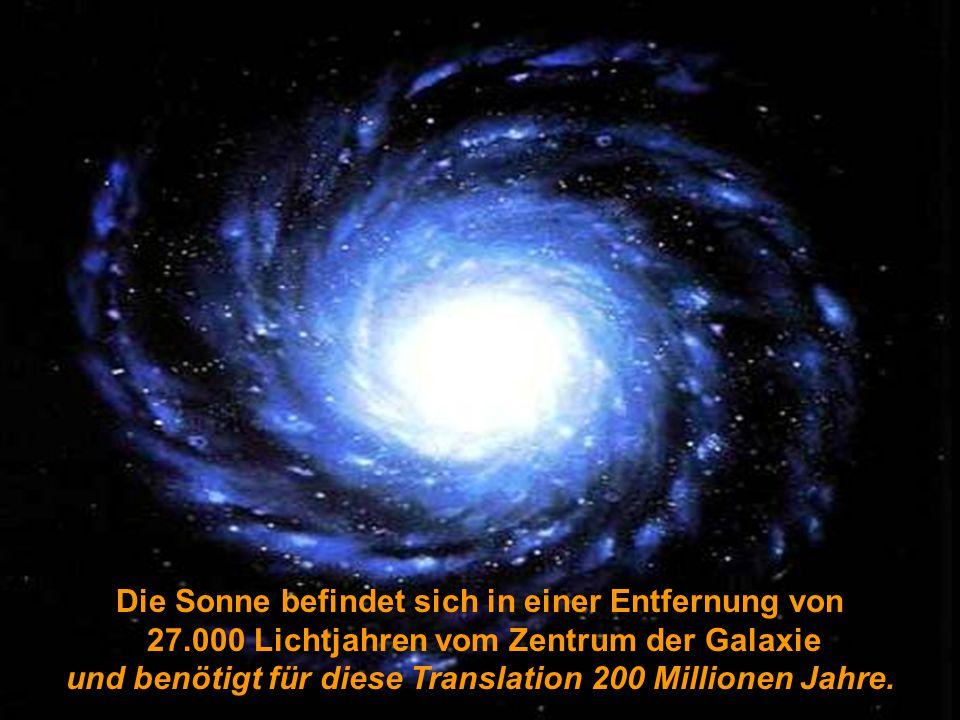 Die Sonne befindet sich in einer Entfernung von 27.000 Lichtjahren vom Zentrum der Galaxie und benötigt für diese Translation 200 Millionen Jahre.
