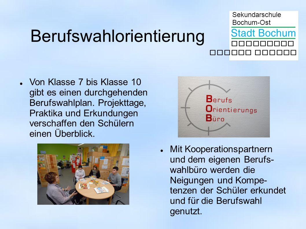 Sekundarschule Bochum-Ost gemeinsam besser lernen Mit Kooperationspartnern und dem eigenen Berufs- wahlbüro werden die Neigungen und Kompe- tenzen der Schüler erkundet und für die Berufswahl genutzt.