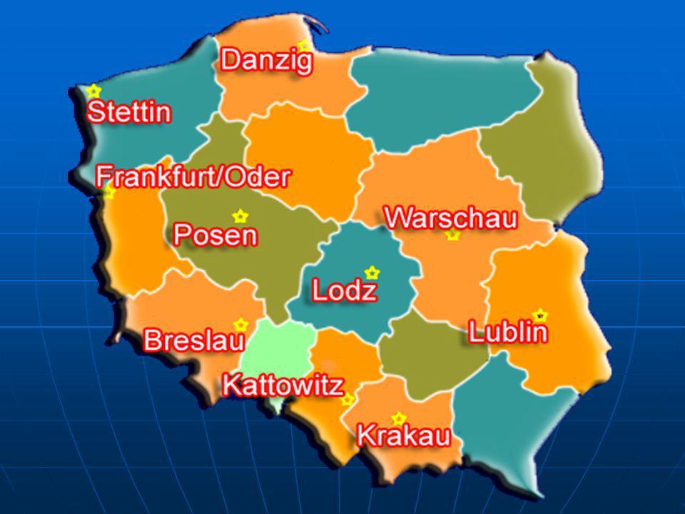 Polen in Zahlen Fläche: 312,685 km 2 Wasser: 8,220 km 2 Land: 304,465 km 2 Bevölkerung: 38,622,660 (2003 est.) Lebenserwartung: Frauen: 78.28 years Männer: 69.77 years Ethnien: Polen 97.6%, Deutsche 1.3%, Ukrainer 0.6%, Weißrussen 0.5% Religionen: Roman Catholic 95%, Orthodoxe, Protestanten, Andere 5%