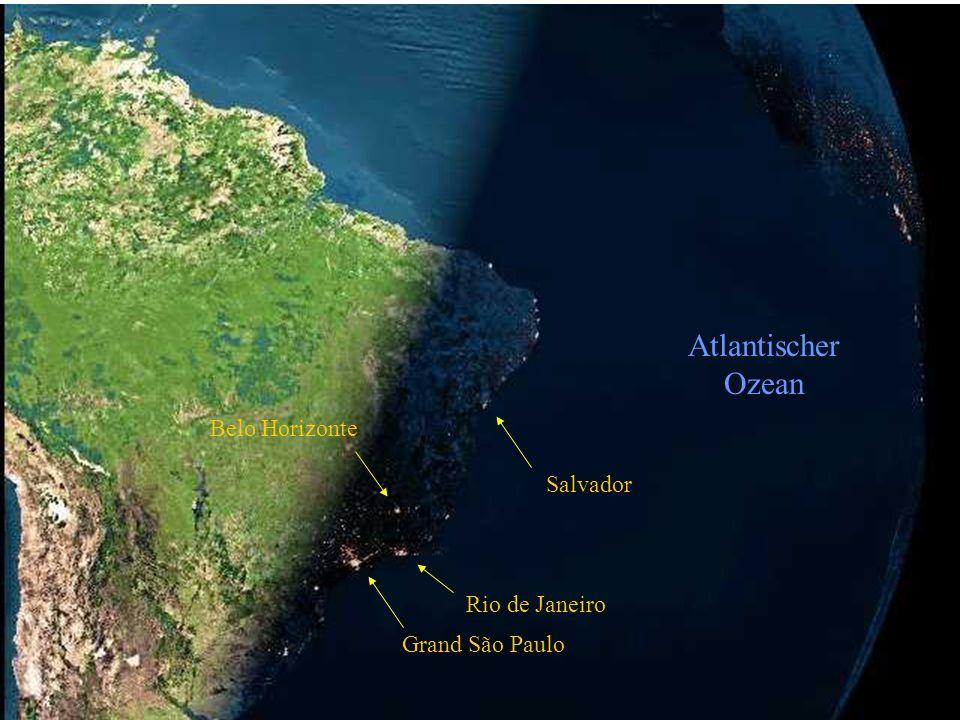 Auf dem nächsten Satellitenfoto sehen wir die Nacht über Brasilen hereinbrechen. Das zweite Bild ist nur in den Farben zur besseren Kenntlichmachung d