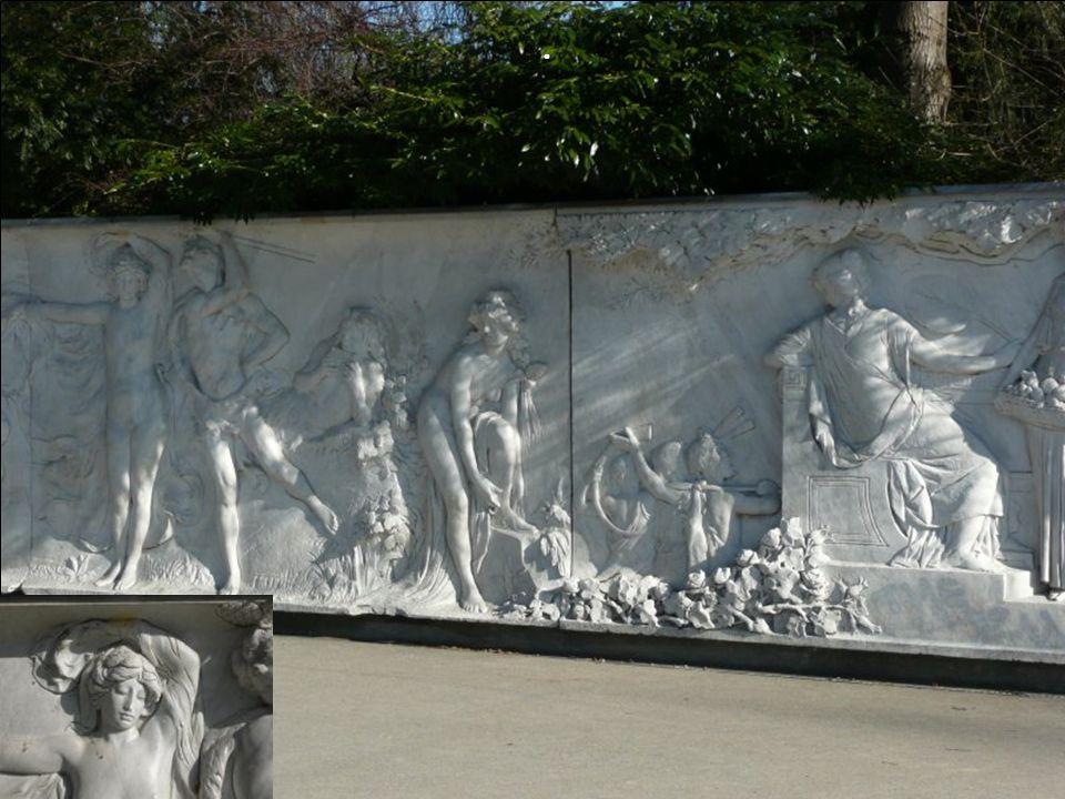 Die nächsten drei Bilder: Der Baccantenfries / -zug oder auch Hennebergfries wurde 1898/1900 von Adolf Meyer für das Palais Henneberg erstellt.