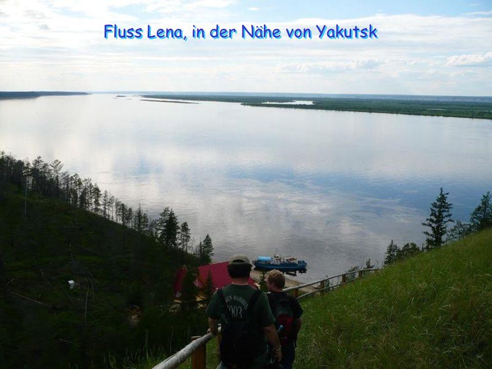 Einmal in Yakutsk, folgen Sie der Lena für mehr als 140 Meilen. In den Sommermonaten, wenn das Wasser nicht gefroren ist, kann die Fahrt mit dem Boot