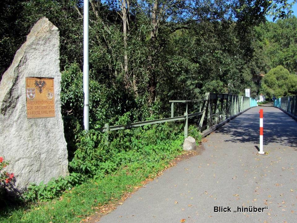 Die kleinste Stadt Österreichs, war speziell bis zum Fall des Eisernen Vorhanges sehr isoliert. Zu Tschechien gibt es nur die Thaya- brücke, welche se