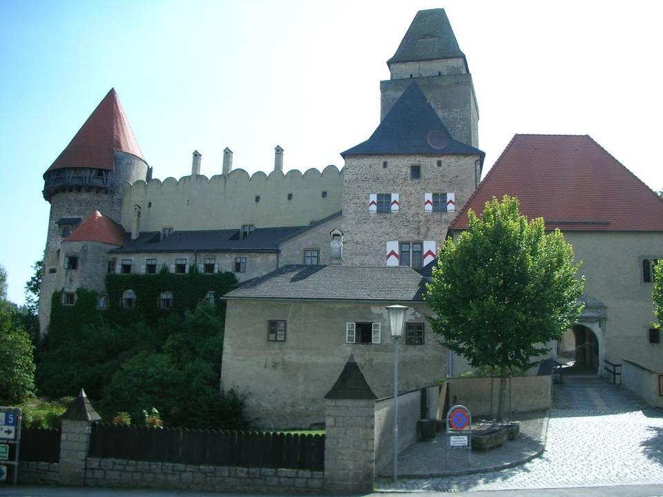 liegt nahe der Grenze zu Tschechien und verdankt seinen Namen einem der ersten Burggrafen, dieses Namens. Die in Privatbesitz befindliche, nach wie vo
