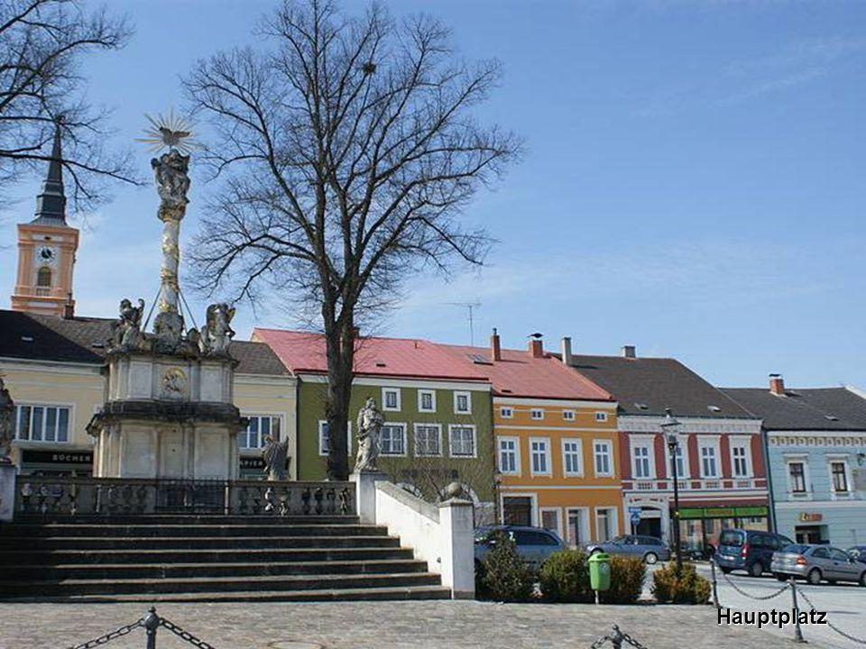 W aidhofen an der T haya ist Hauptstadt des gleichnamigen Bezirkes und die nördlichste Bezirkshauptstadt Österreichs.