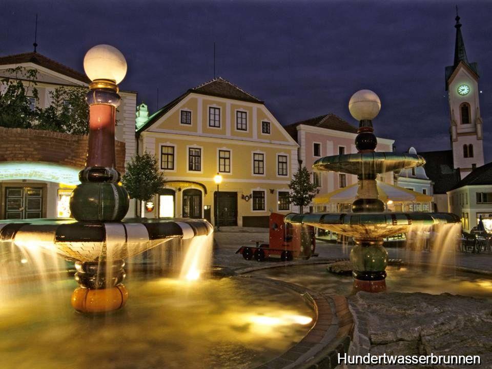 ist die Hauptstadt des gleichnamigen Bezirks. Der Brunnen am Hauptplatz von Zwettl wurde 1994 von dem österreichischen Künstler Friedensreich Hundertw
