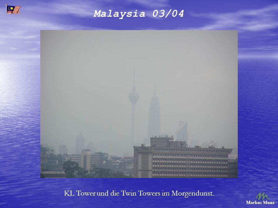 Malaysia 03/04 Markus Munz Glücklicherweise hatten wir eine LRT Station gegenüber. Stadtbahn.