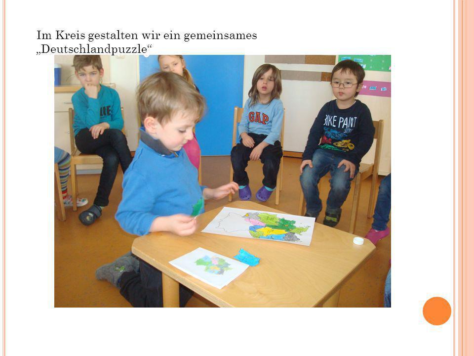 Im Kreis gestalten wir ein gemeinsames Deutschlandpuzzle