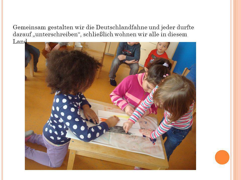 Gemeinsam gestalten wir die Deutschlandfahne und jeder durfte darauf unterschreiben, schließlich wohnen wir alle in diesem Land.
