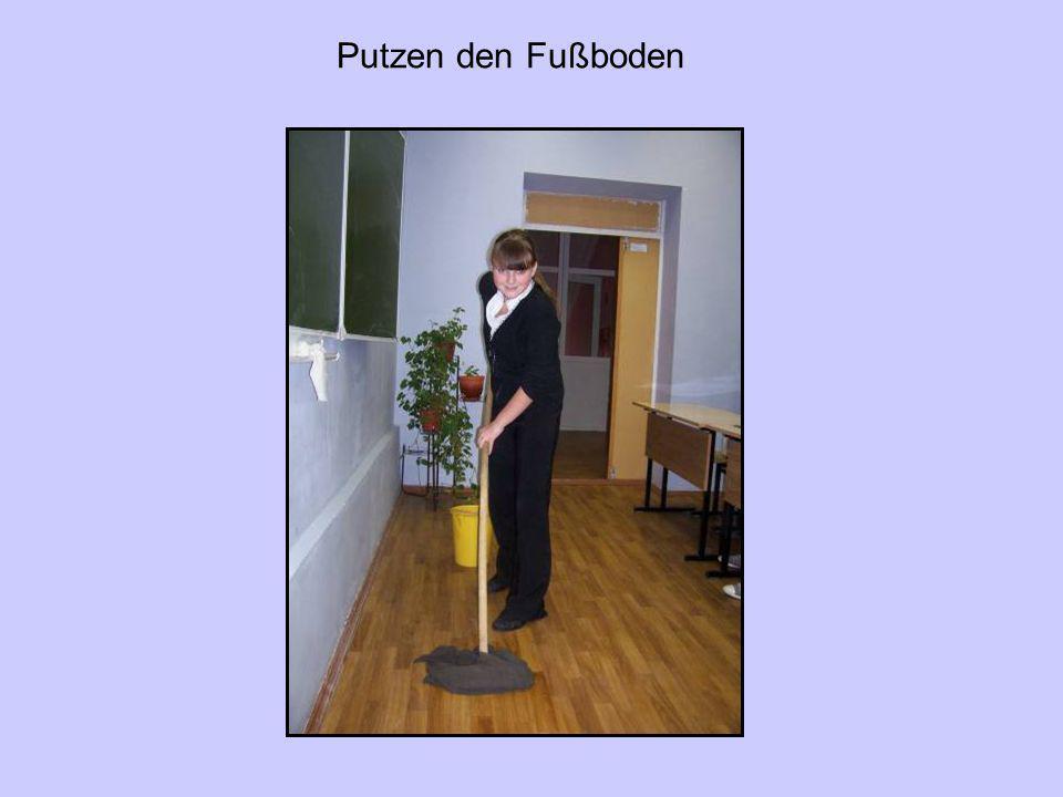 Putzen den Fußboden