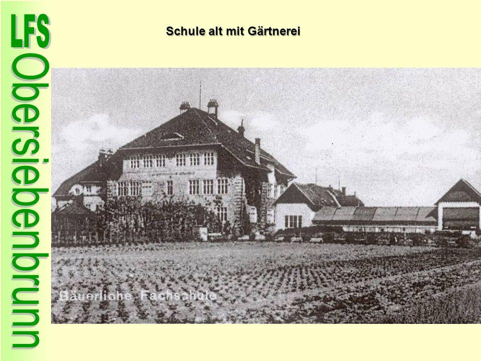 Schule alt mit Gärtnerei