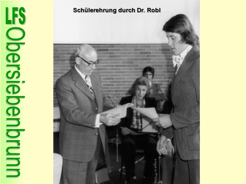 Schülerehrung durch Dr. Robl